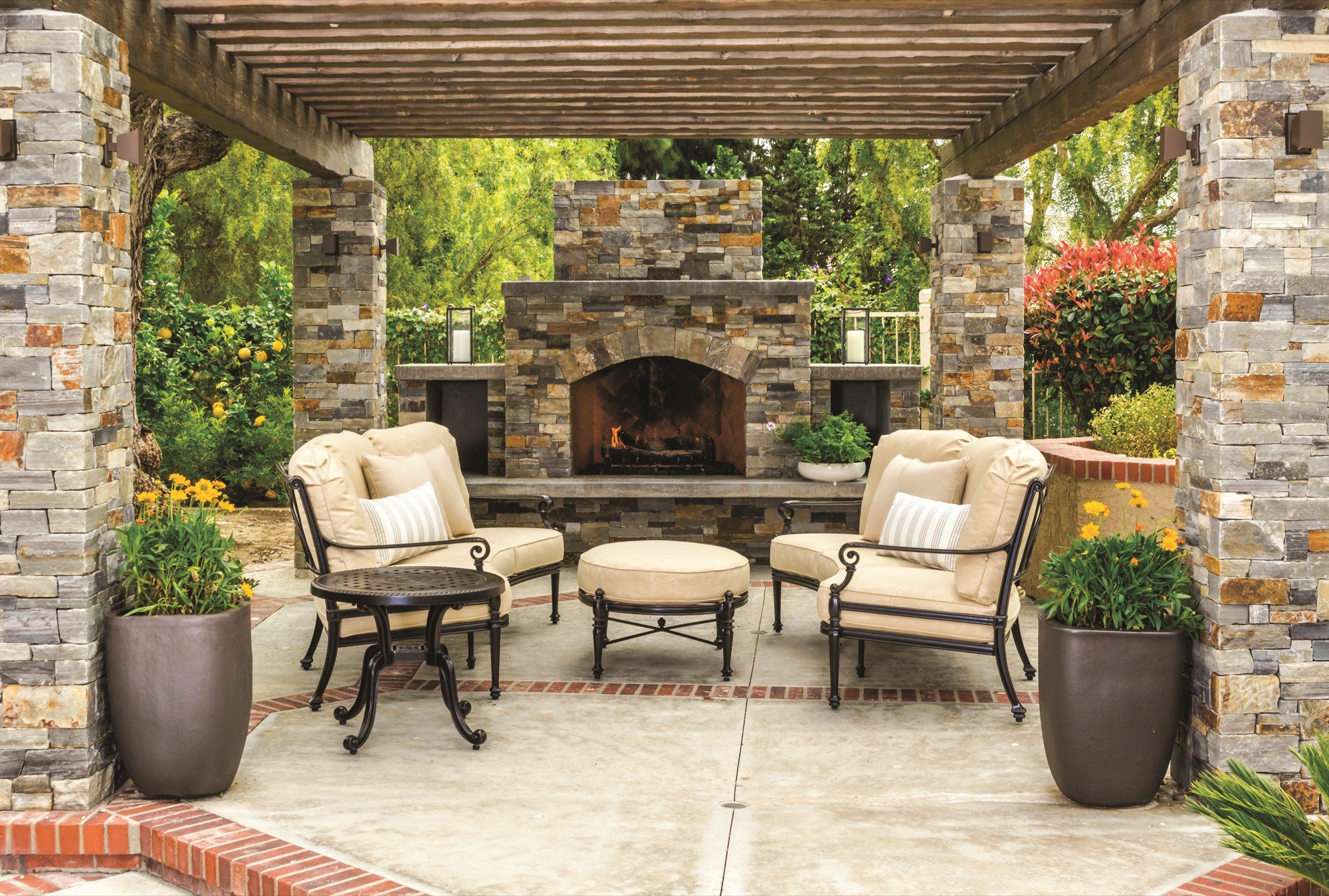 Grand Terrace Deep Seating Curved Sofas Location_resized