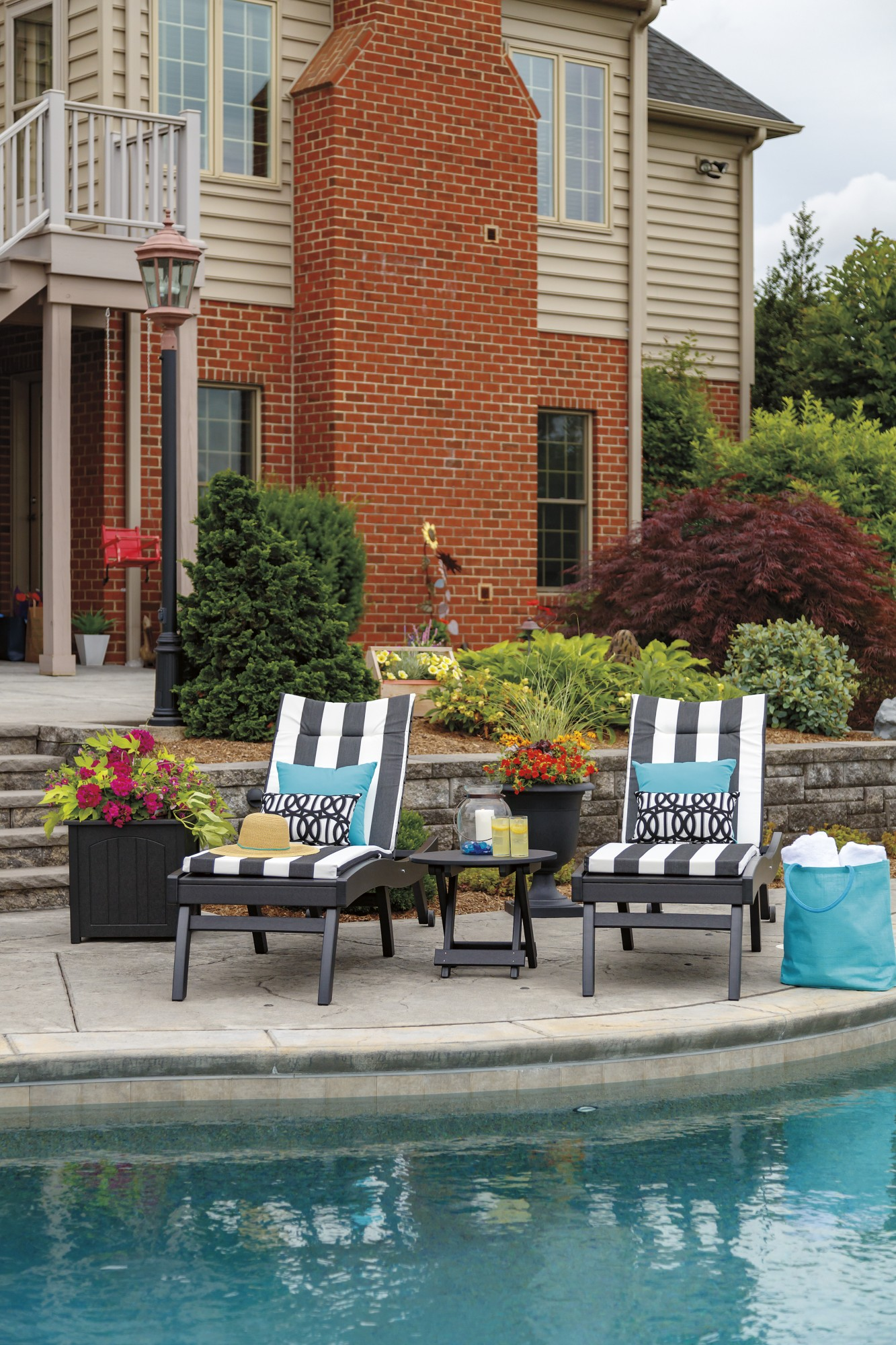 Bayshore Chaises in Black by Casual Comfort